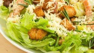 Салат Королевский с копчёной курицей и пекинской капустой и  сухариками.salad with chicken