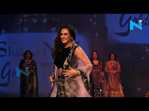 Preity Zinta ने 2019 के Fevicol Caring With Style Show में किया Ramp Walk