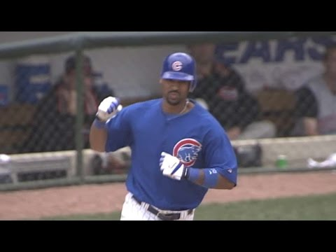 CIN@CHC: Lee's first Wrigley homer with Cubs is grand slam