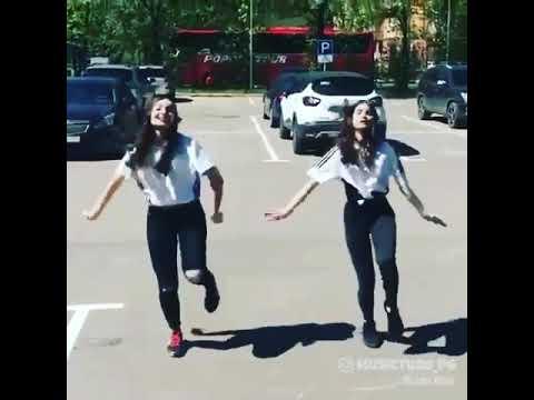 Коронные Танцы Двух Подруг