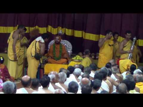 Guru vandane ..Vande gurunam....Shri Shri Raghaveshwara Bharathi Mahaswamiji