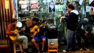 Pulpera Santa Lucia cantan un joven chofer y Manuel González