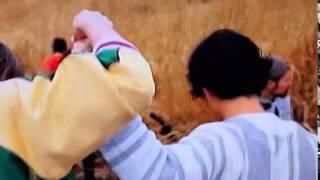 関ジャニ∞の「強く強く強く」のPVの1部です。 足元が悪い場所で、安田...