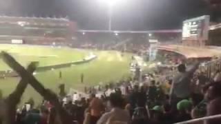 Mia G tun k rkho - Ro Imran Ro at PSL 2 final at Lahore