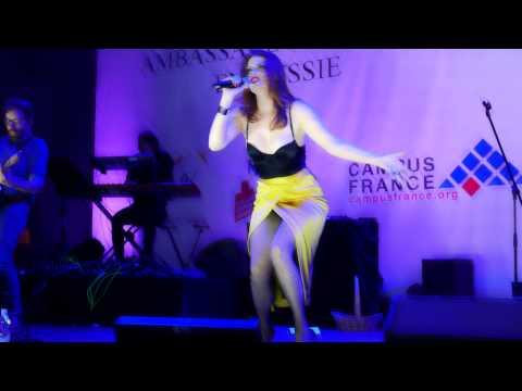 Élodie Frégé dans le Flacon à Moscou - 6 - la Fidélité - 4K LX100 - День Франции 2015