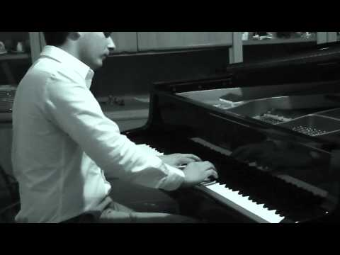 "Mariano Oliva plays ""Tango de Roxanne"" from Moulin Rouge"