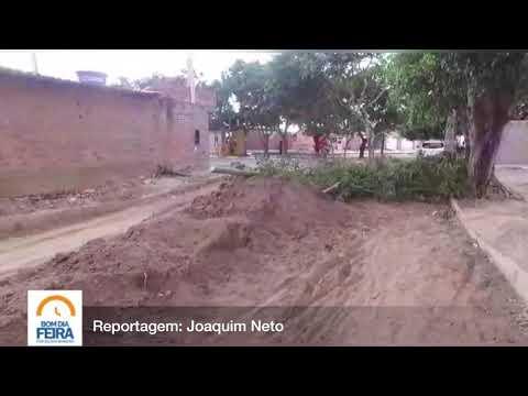 Moradores interditam rua no Alto do Papagaio para cobrar melhorias