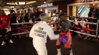 WOW. UNBELIEVABLE !!! GUILLERMO RIGONDEAUX DEFENSIVE PAD WORK  @ MANDALAY BAY, LAS VEGAS - NEVADA