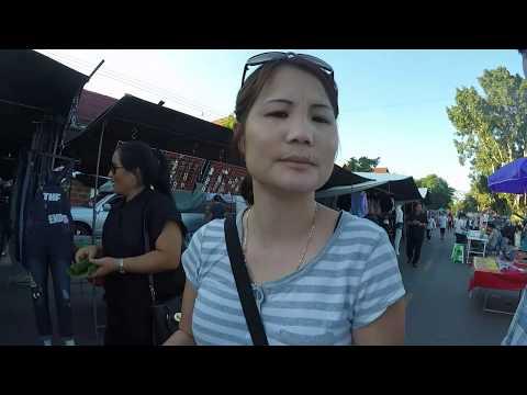 Iu mienh at Golden Triangle walking street market