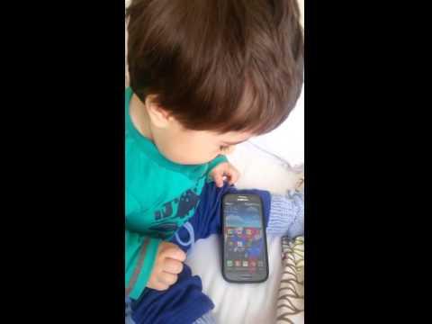 Emir con celular