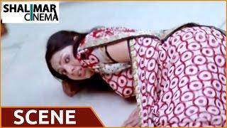 Evadaithe Nakenti Movie   Villain Warning Heroine at Supermarket Action Scene   Rajasekhar, Samvrita