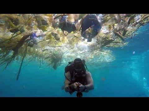 bule-inggris-perlihatkan-kotornya-laut-nusa-penida-bali