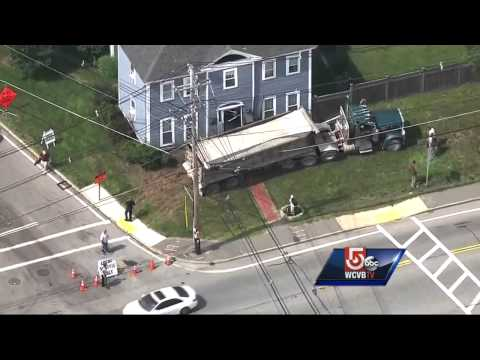 Truck crashes into North Reading home with mom, kids inside