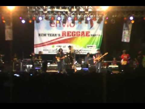 tony Q rastafara Om Funky New year's reggae party 2011