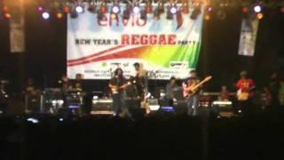 Gambar cover tony Q rastafara Om Funky New year's reggae party 2011