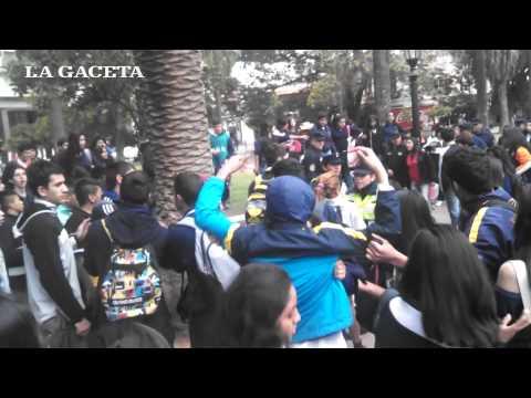 Plaza 9 de Julio: estudiantes a las piñas