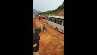 Con đường lên bản em. Những con đường khó nhất Việt Nam