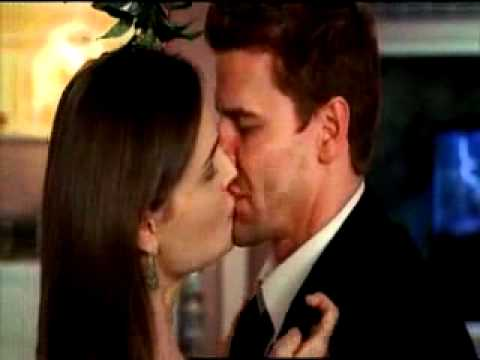 Bones and Booth Kiss They swap GUM!