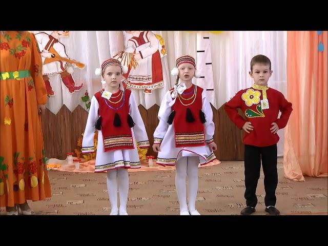 Изображение предпросмотра прочтения – «Дети подготовительной к школе группы» читают произведение «Устное народное творчество, потешки» (Русский фольклор )