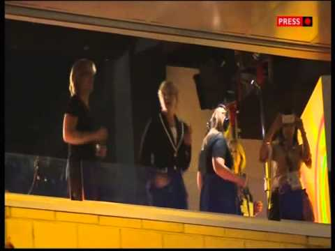 Clare Balding Dancing at the Commonwealth Games 2014 Closing Ceremony