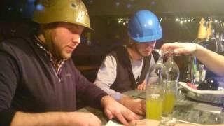Как правильно пить экстремальные коктейли с армейской каской!!!