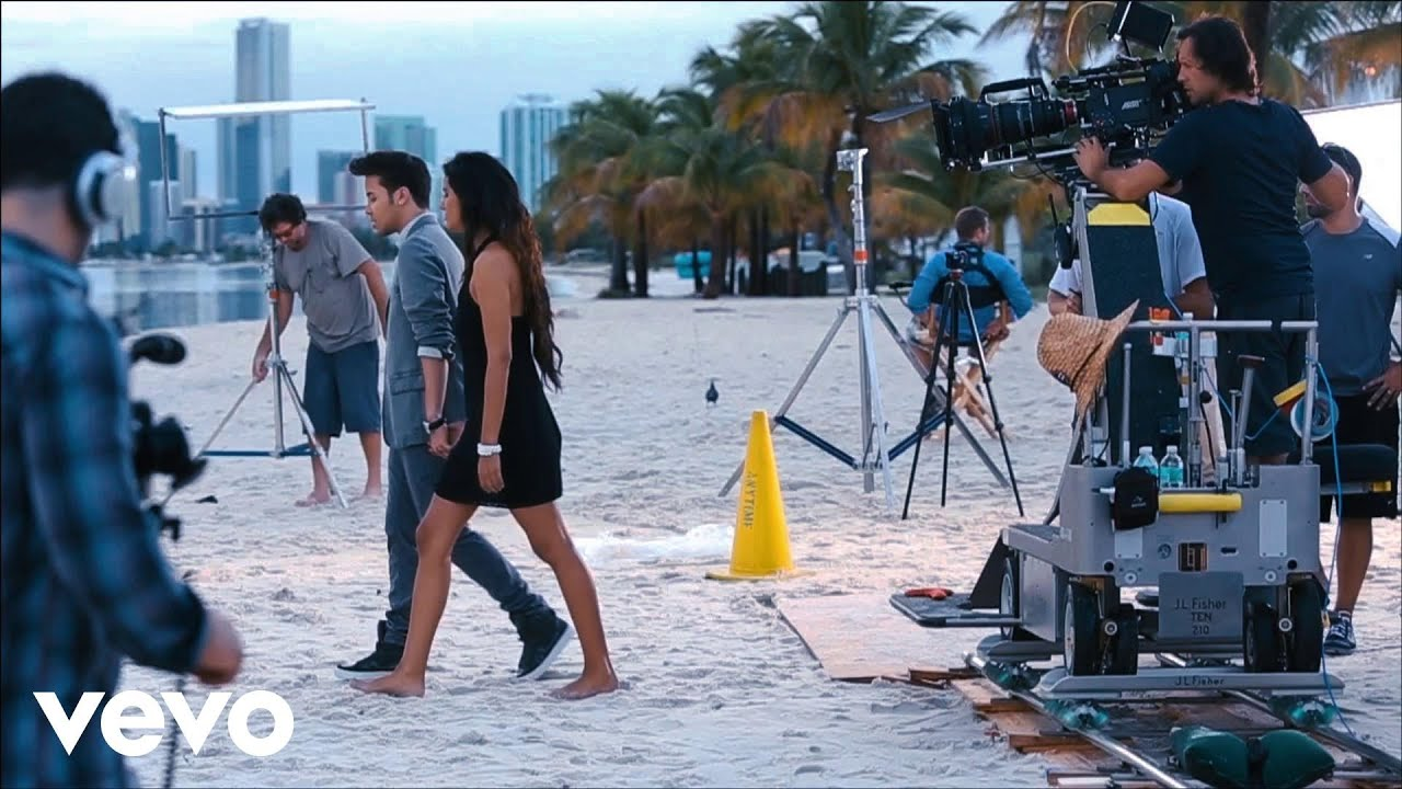 Prince Royce Darte Un Beso Behind The Scenes Part 2 Youtube