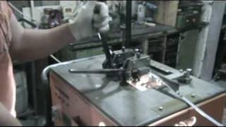 Контактно-стыковая сварка узкой ленточной пилы(Контактно стыковая сварка оплавлением ленточных пил ( биметаллических ленточных пил). - The butt-welding by steel..., 2010-05-26T18:00:31.000Z)