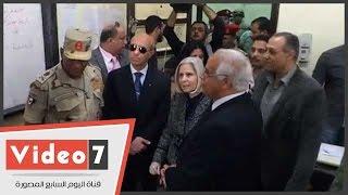 محافظ القاهرة يتفقد اللجان بمدارس مصر الجديدة برفقة بعثة جامعة الدول العربية