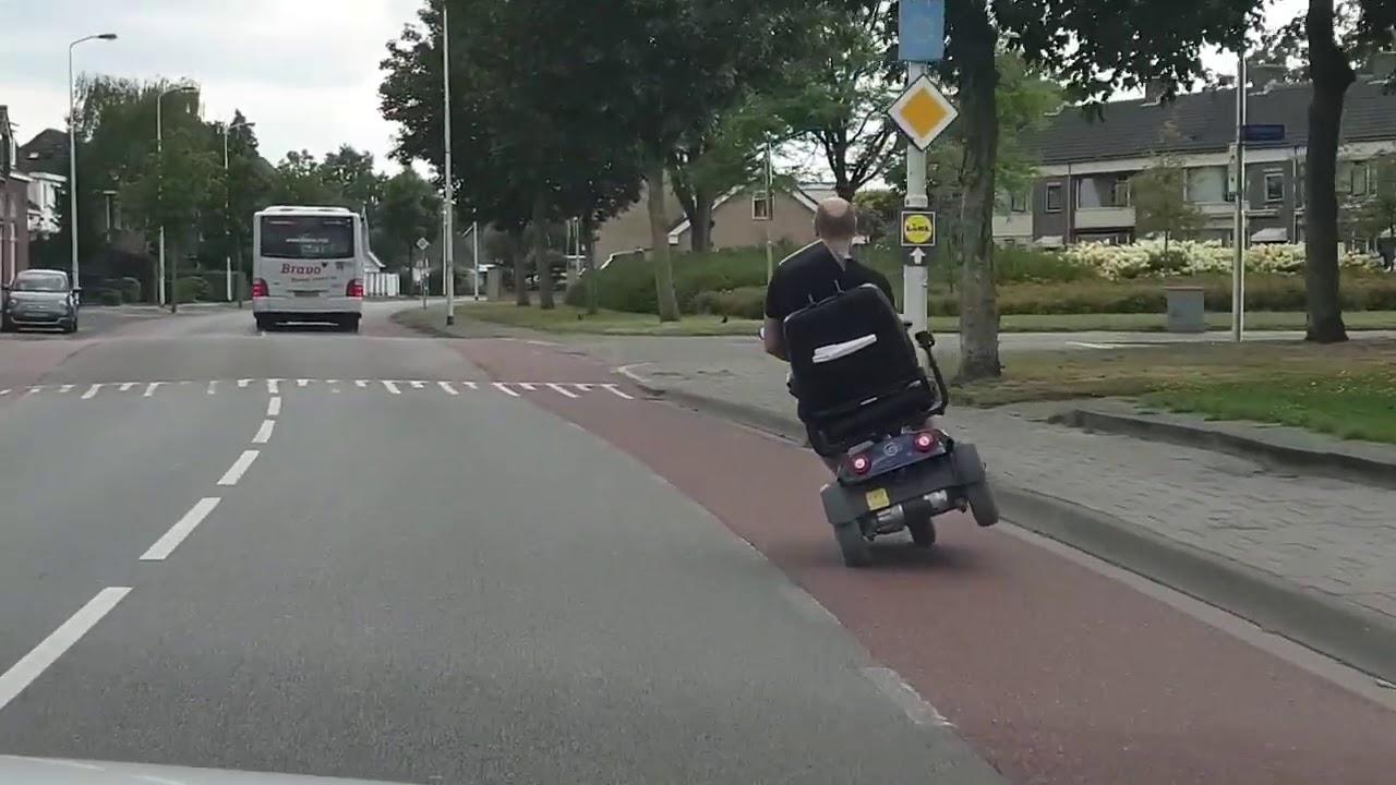 Eindhoven wheelie op scootmobiel | openbare weg