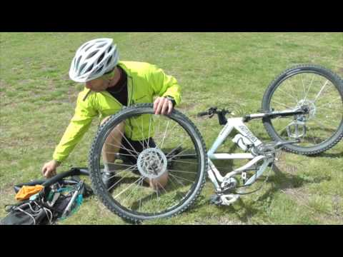 Fixing a puncture on the trail