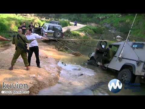 IDF Jeep gets Stuck in the River on Purim - ג'יפ צה'ל נתקע בהנהר בפורים