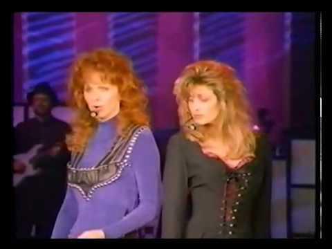 Reba McEntire & Linda Davis - Does He Love You (Reba Live: 1995)
