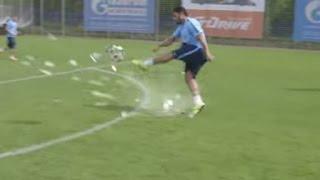 Hulk hits Ball so hard it explodes - Халк крушит. Новый способ исполнения пенальти
