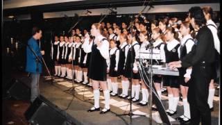"""""""AS ROSAS NÃO FALAM""""- Meninas Cantoras de Petrópolis. Solo: Monique Grazinoli"""