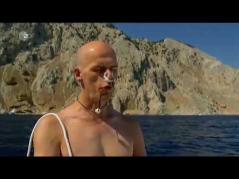 Герберт Нитш ныряет на 90 метров у острова Сими
