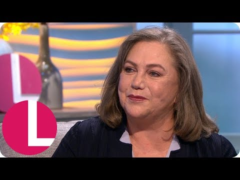 Kathleen Turner Used a Full Can of Hairspray Every Day to Play Chandler's Dad in Friends | Lorraine