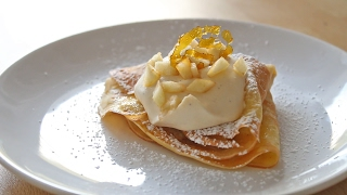 How to make French crêpes with apples, cinnamon and salted caramel