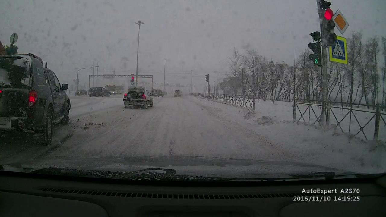 Снег. Плохая видимость. ДТП на Петербуржском шоссе. 10.11.2016