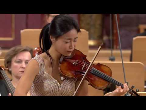 Soyoung Yoon plays Applemania by Aleksey Igudesman from the Winiawski Competition