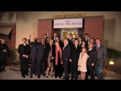 "Julie Andrews, Dick Van Dyke sing ""Let's Go Fly A Kite"" with ""Saving Mr. Banks"" cast at premiere"