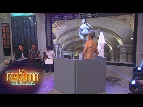 ¿Qué hace un hombre mayor, desnudo, en La Resolana