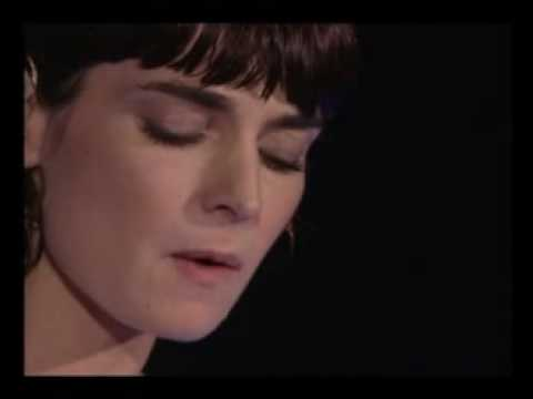 Sinead O'Connor - He Moved Through The Fair