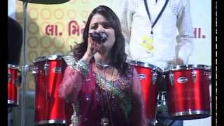 Aarti Jai Adhya Shakti - Darshna Vyas Gujarati Garba Song Navratri Live 2011 - Kalol - Day-4 Part-1