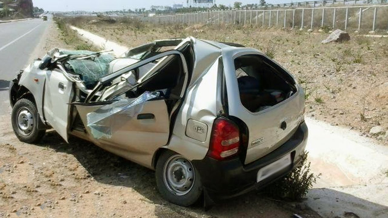 latest car accident of maruti suzuki alto 800 in india road