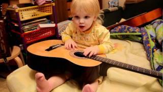 На гитаре по-детски.  Песня про Китти. Songs about Kitty...