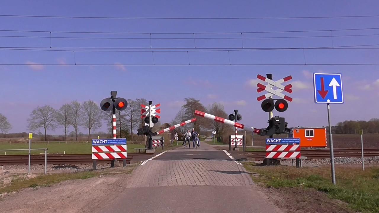 Spoorwegovergang Hooghalen Level Crossing Passage A