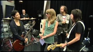 "Art Zone Shuffle: The Fastbacks perform ""No Information"""