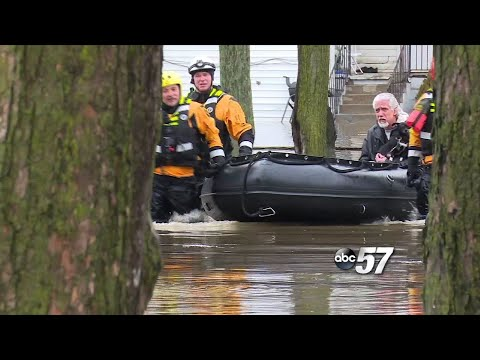 Flooding Forces Indiana Residents From Homes