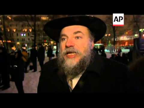 Russian Jews light candles to celebrate festival of light
