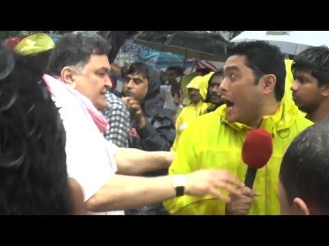 Rishi Kapoor SLAPS A Reporter During Ganapati Visarjan | SHOCKING VIDEO